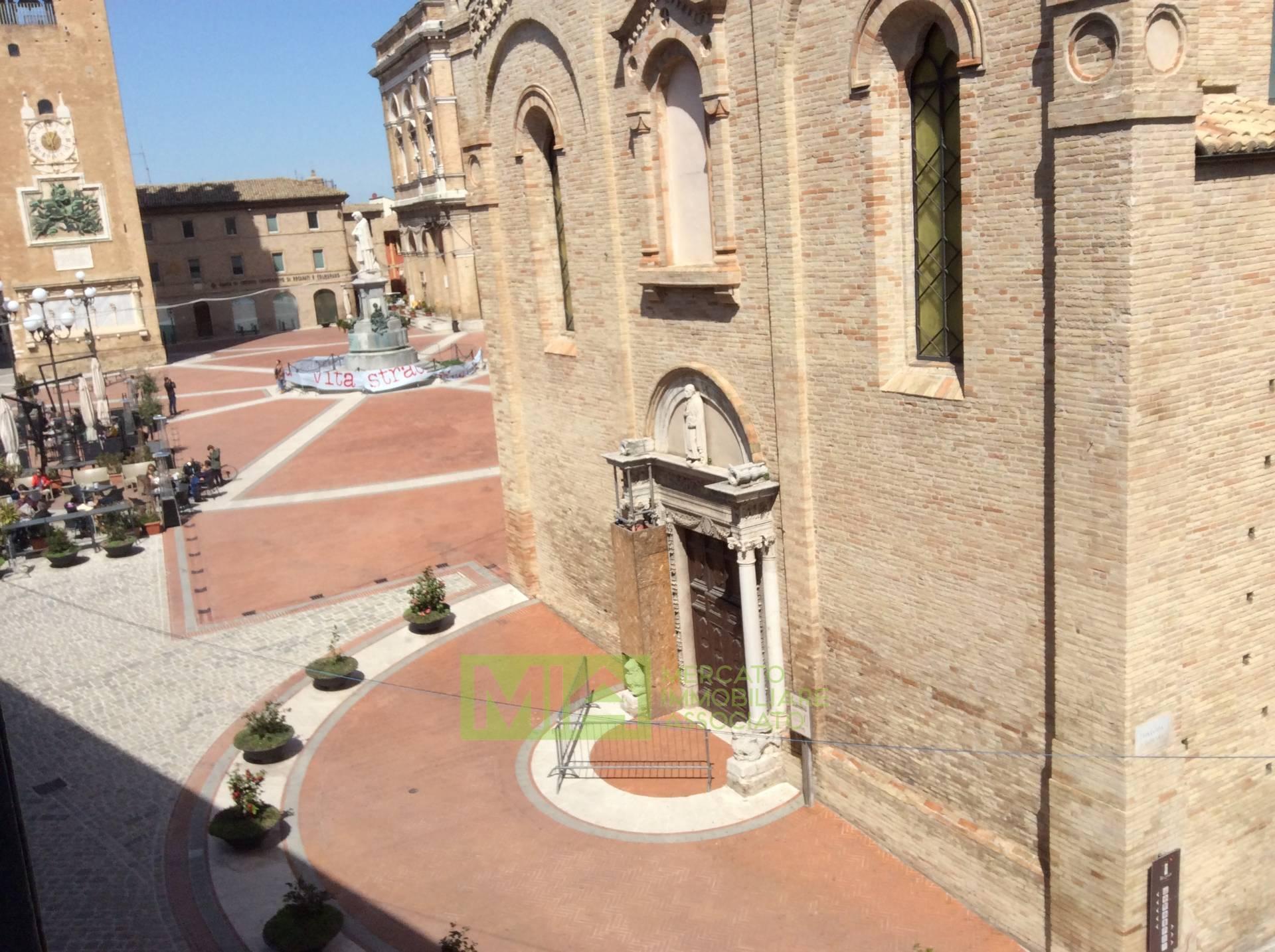 Ufficio / Studio in vendita a Recanati, 9999 locali, zona Località: CENTRO, prezzo € 548.000 | CambioCasa.it