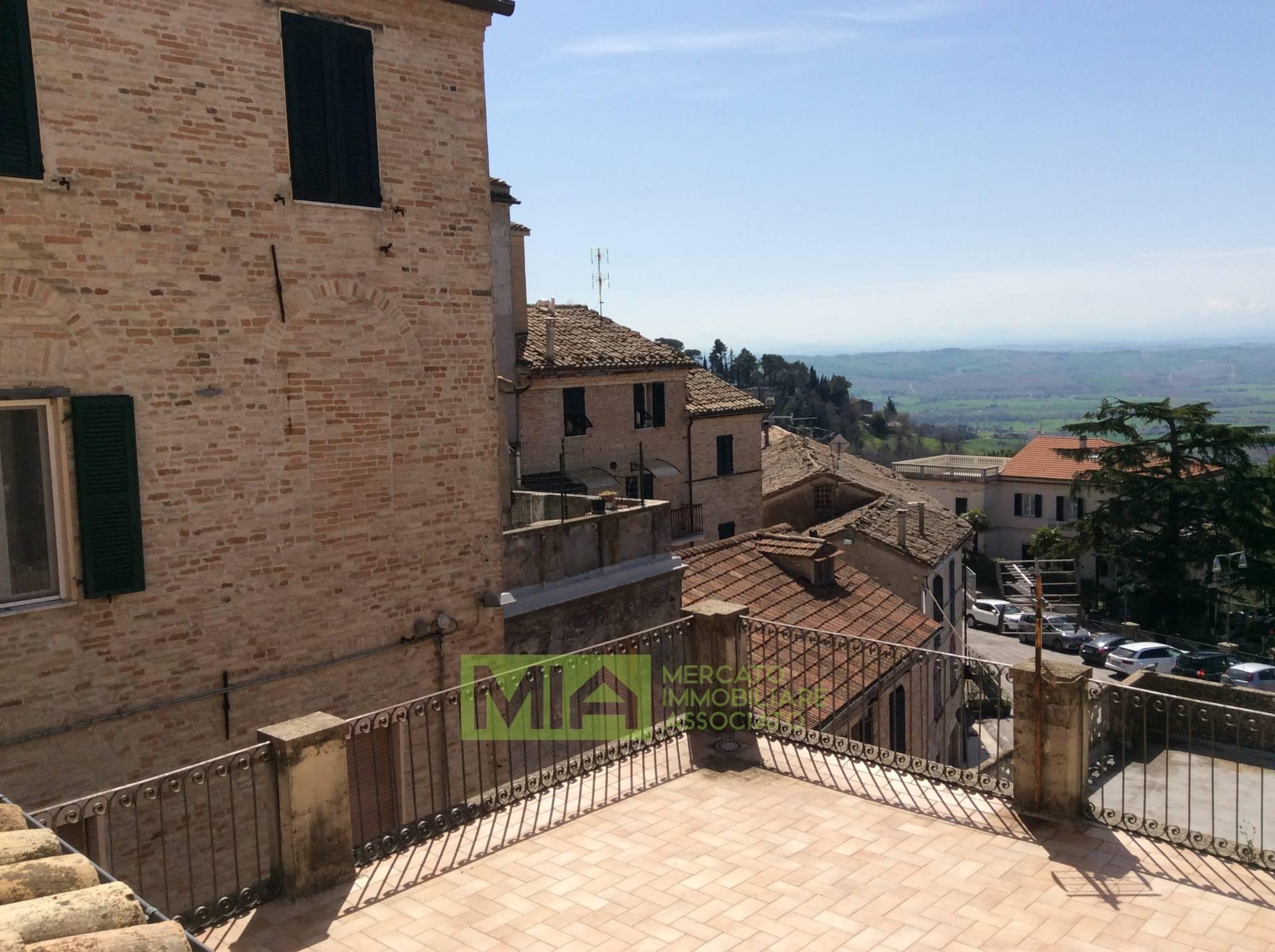 Appartamento in vendita a Recanati, 4 locali, zona Località: CENTRO, prezzo € 207.000 | CambioCasa.it