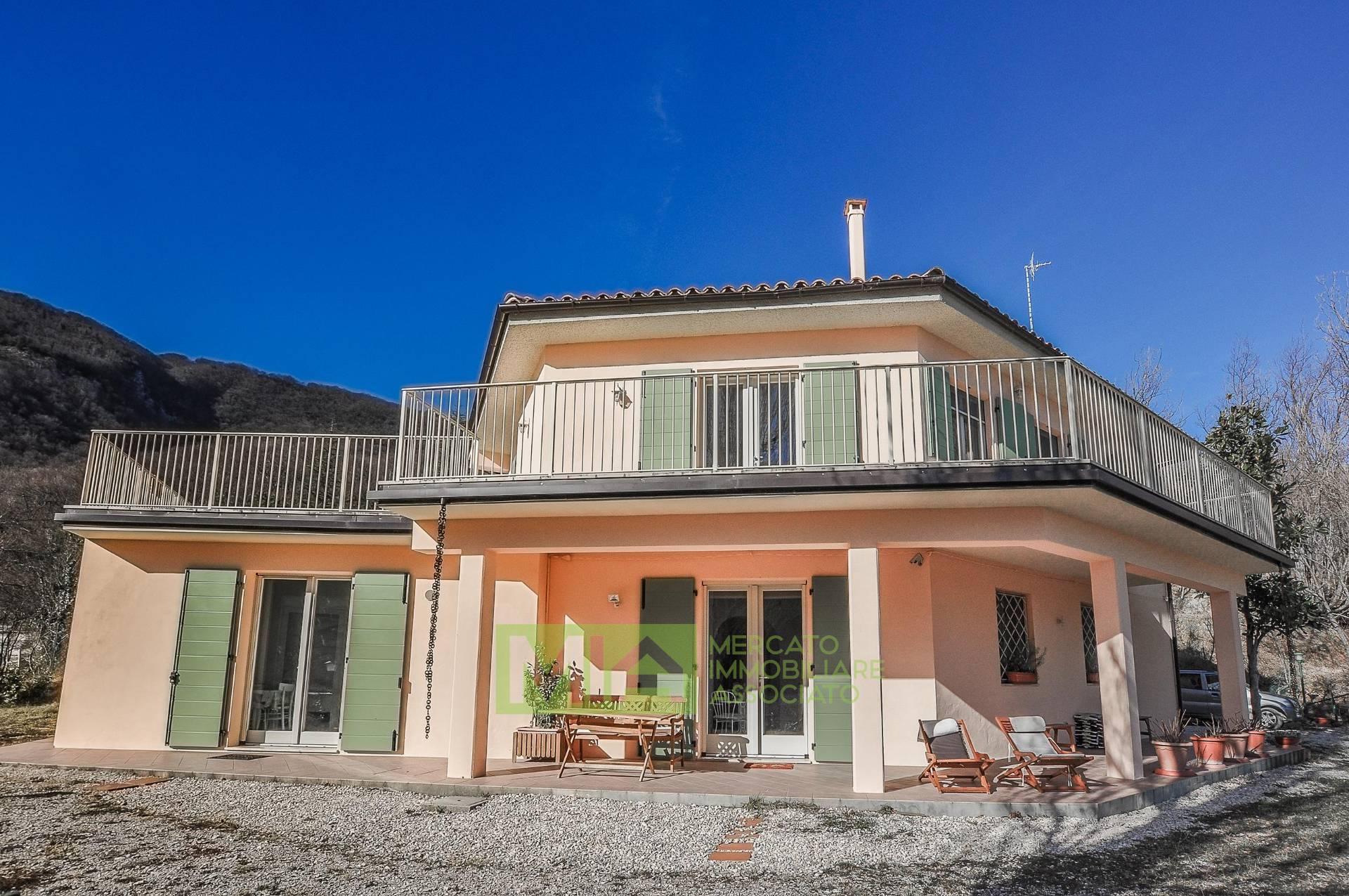 Villa in vendita a San Ginesio (MC)