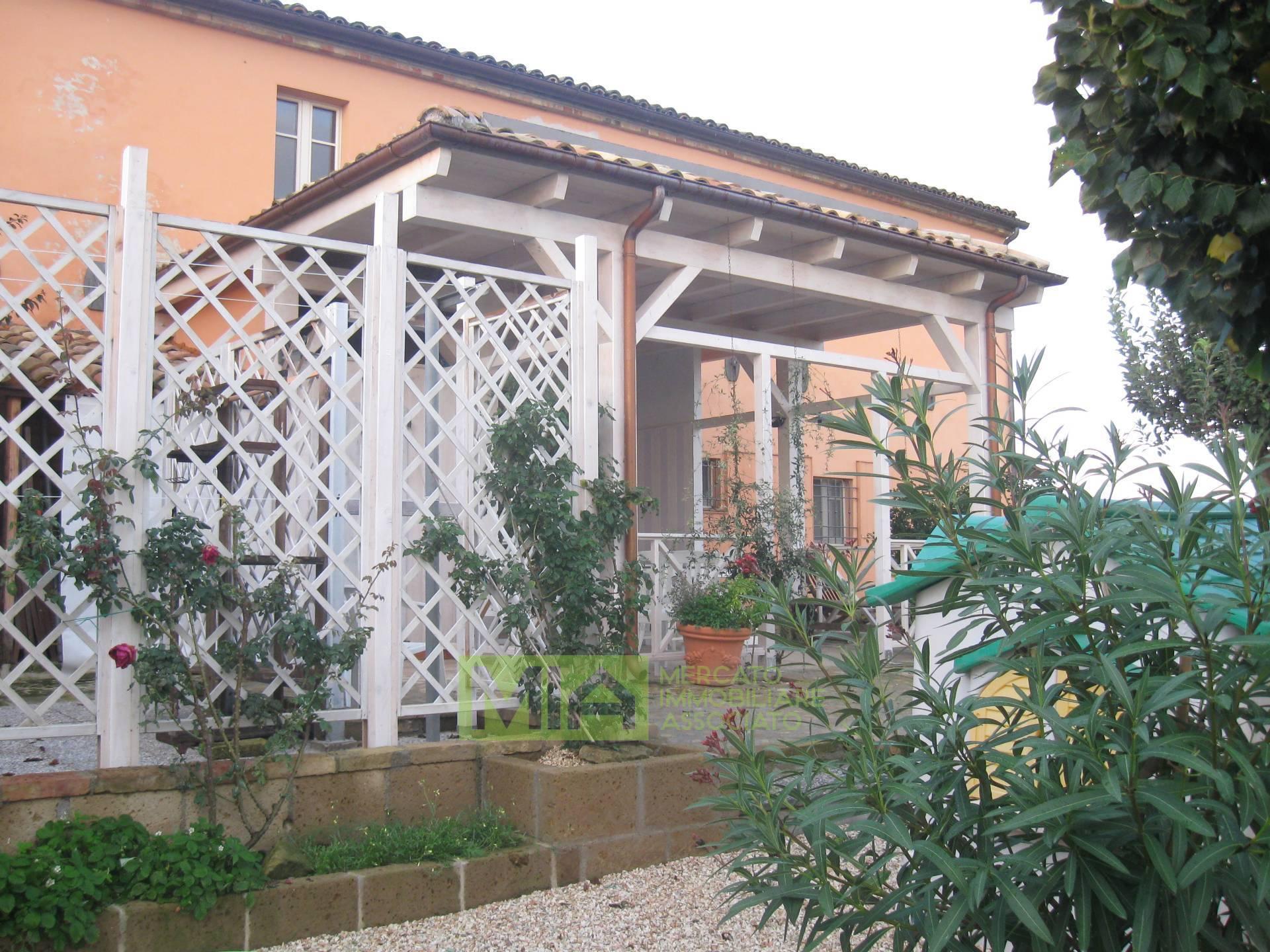 Appartamento in vendita a Potenza Picena, 9 locali, zona Località: CAMPAGNA, prezzo € 220.000 | CambioCasa.it
