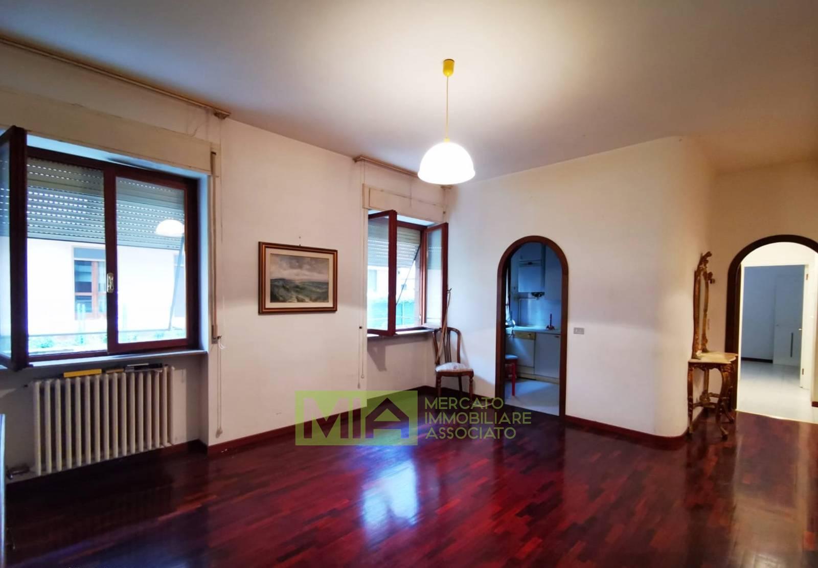 Appartamento in vendita a Macerata, 5 locali, zona Località: VIASPALATO, prezzo € 95.000 | CambioCasa.it