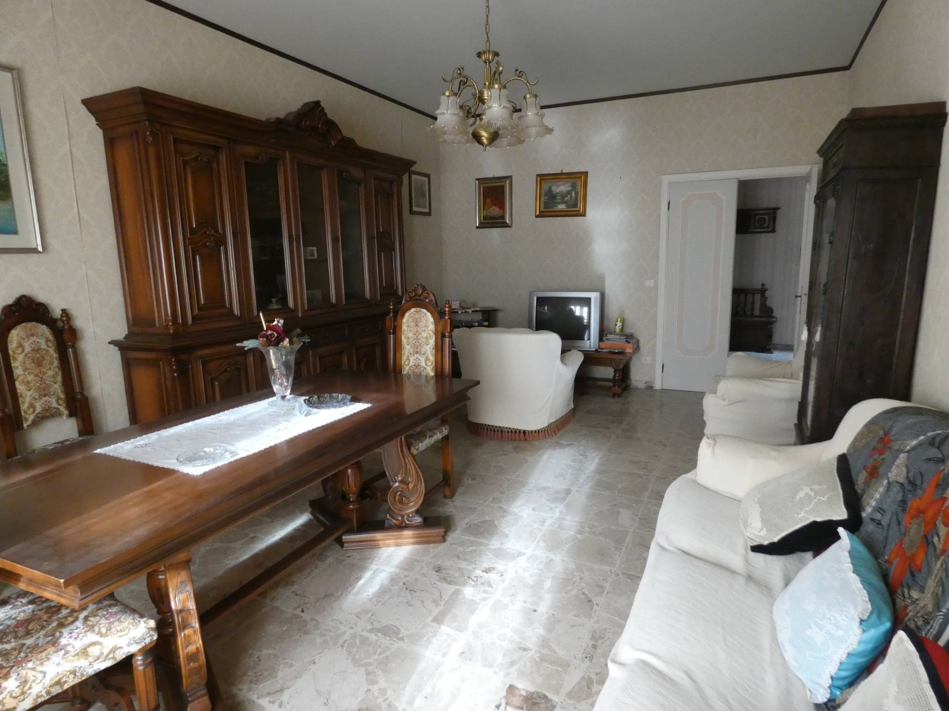 Appartamento in vendita a Macerata, 5 locali, zona Località: PACE, prezzo € 105.000   CambioCasa.it
