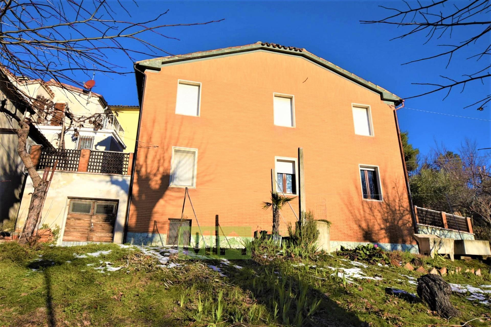 Villa in vendita a Sant'angelo In Pontano (MC)