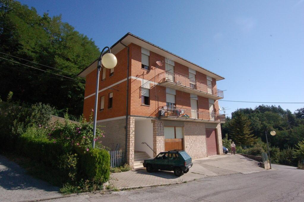 vendita appartamento amandola periferia  65000 euro  4 locali  75 mq