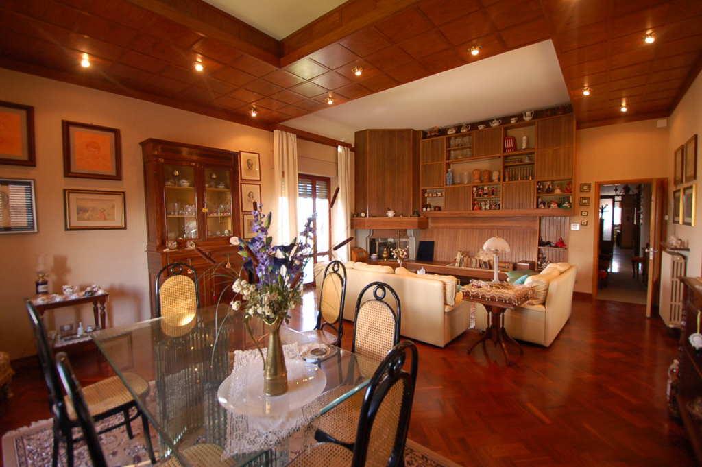 Appartamento in vendita a Loro Piceno, 11 locali, zona Località: PERIFERIA, prezzo € 100.000   PortaleAgenzieImmobiliari.it
