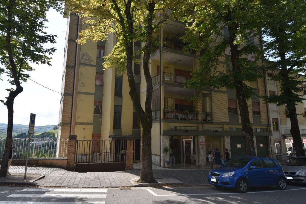 Negozio / Locale in vendita a Amandola, 4 locali, zona Località: Centro, prezzo € 70.000 | PortaleAgenzieImmobiliari.it