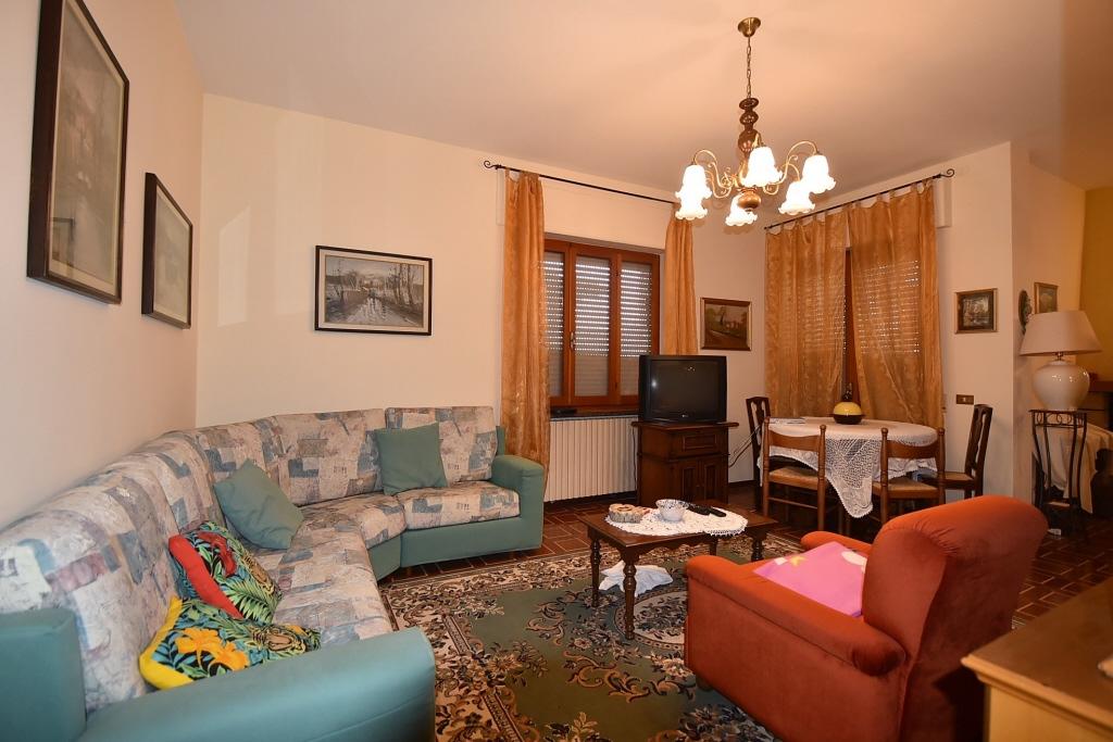 Appartamento in vendita a Amandola, 11 locali, zona Località: Semicentro, prezzo € 190.000   PortaleAgenzieImmobiliari.it