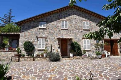 detached House to Buy in Amandola