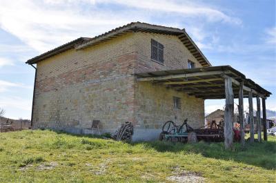 farmhouse to restore to Buy in Amandola