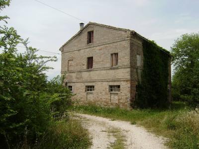Casa colonica in Vendita a Macerata