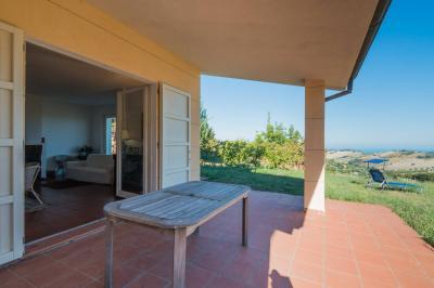 Villa for Sale to Lapedona