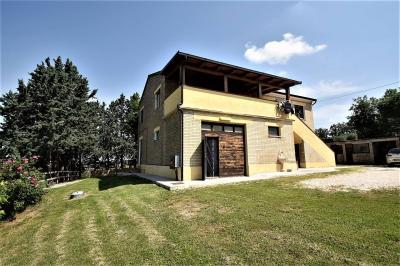 farmhouse to Buy in Massa Fermana