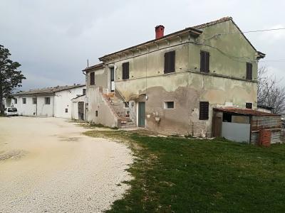Locale in Vendita a Montecosaro