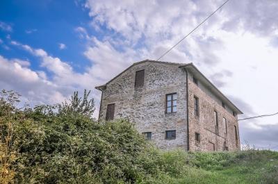 Casa colonica in Vendita a Montelparo