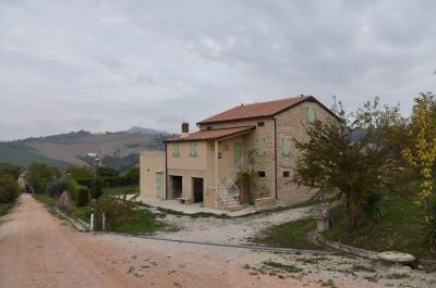 Casale in Vendita a Montelparo