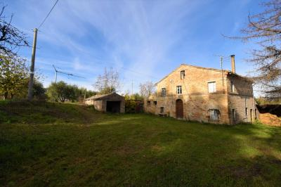 farmhouse to restore to Buy in Monteleone di Fermo