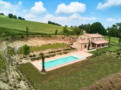 farmhouse to Buy in San Ginesio