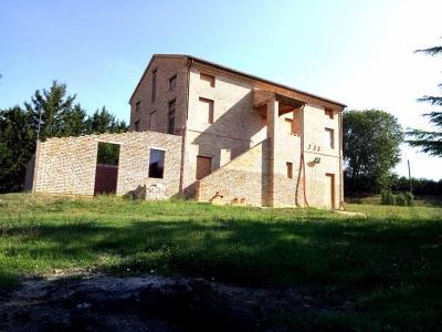 Casale in Vendita a Montecosaro
