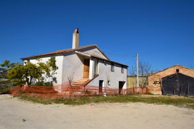 farmhouse to restore to Buy in Montegranaro