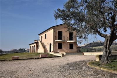 farmhouse to Buy in Morrovalle