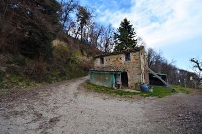 casa rústica in Vendita a Santa Vittoria in Matenano