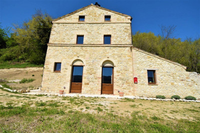 farmhouse to Buy in Cessapalombo