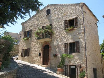 townhouse to Buy in Santa Vittoria in Matenano