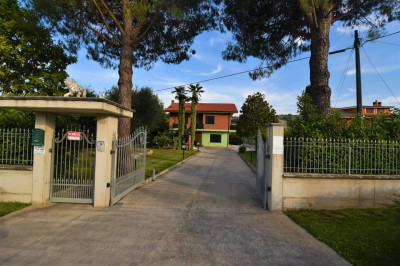Villa to Buy in Monterubbiano
