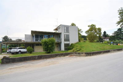 Villa to Buy in Santa Vittoria in Matenano