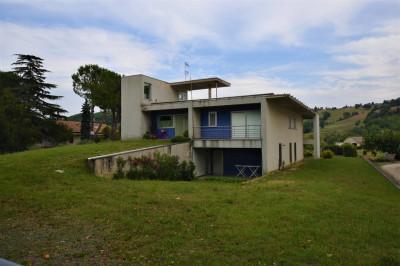 Villa in Vendita a Santa Vittoria in Matenano