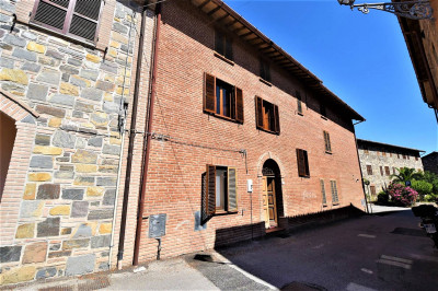 townhouse to Buy in Belforte del Chienti