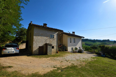 farmhouse to Buy in Sant'Angelo in Pontano