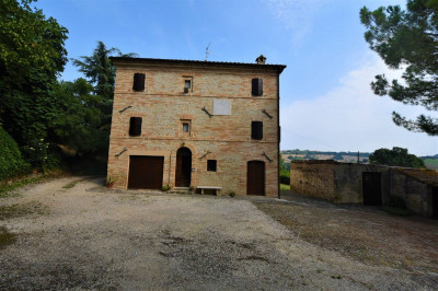 farmhouse to Buy in Belmonte Piceno
