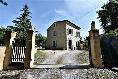farmhouse to Buy in Grottazzolina