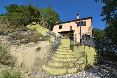 townhouse to Buy in Sarnano