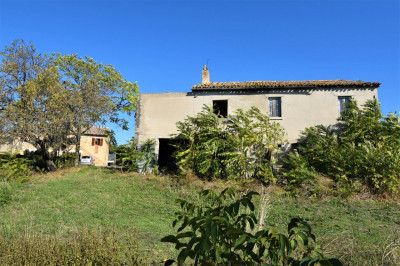 farmhouse to restore to Buy in Carassai