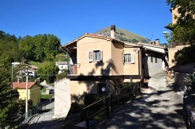 Casa cielo-terra in Vendita a Montefortino