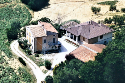 Коттедж на Продажа в Montegiorgio
