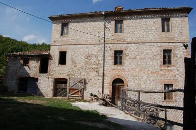 casa rústica in Vendita a Montefortino