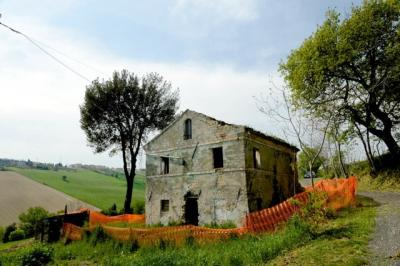Farmhouse for Sale to Fermo