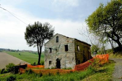 Casa colonica in Vendita a Fermo