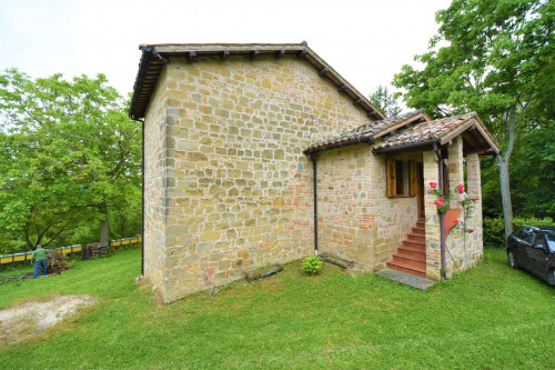 farmhouse to restore to Buy in Amandola