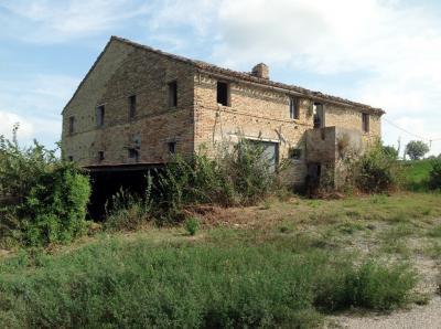 Farmhouse for Sale to Monte San Pietrangeli