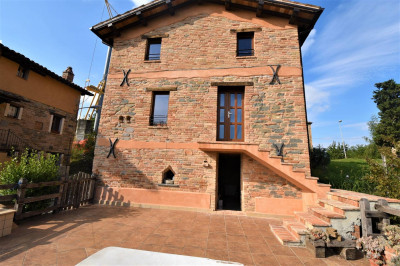 деревенский дом на Продажа в Montefortino