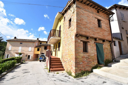 townhouse to Buy in Amandola