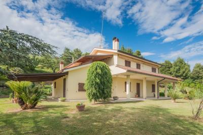 Villa for Sale to Fermo