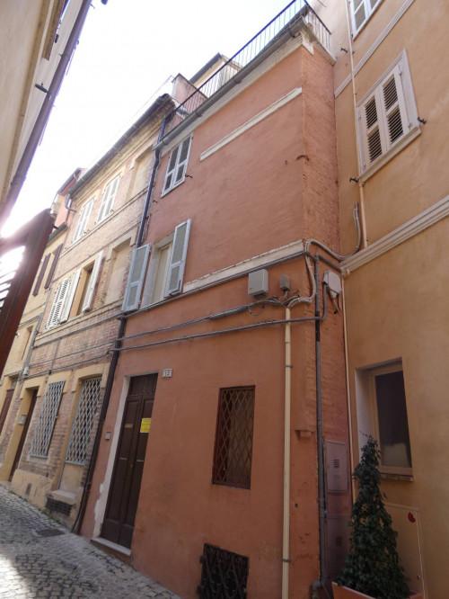 Casa cielo-terra in Vendita a Macerata