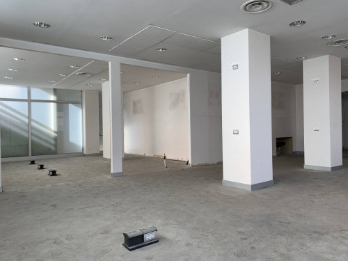 Commercial Property for Sale to Fermo