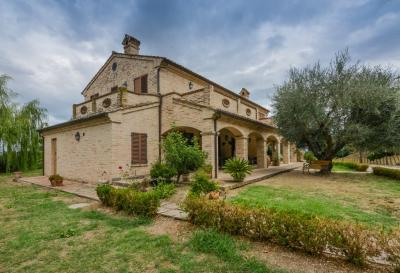 Villa for Sale to Monte San Giusto