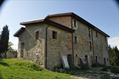 farmhouse to restore to Buy in Roccafluvione